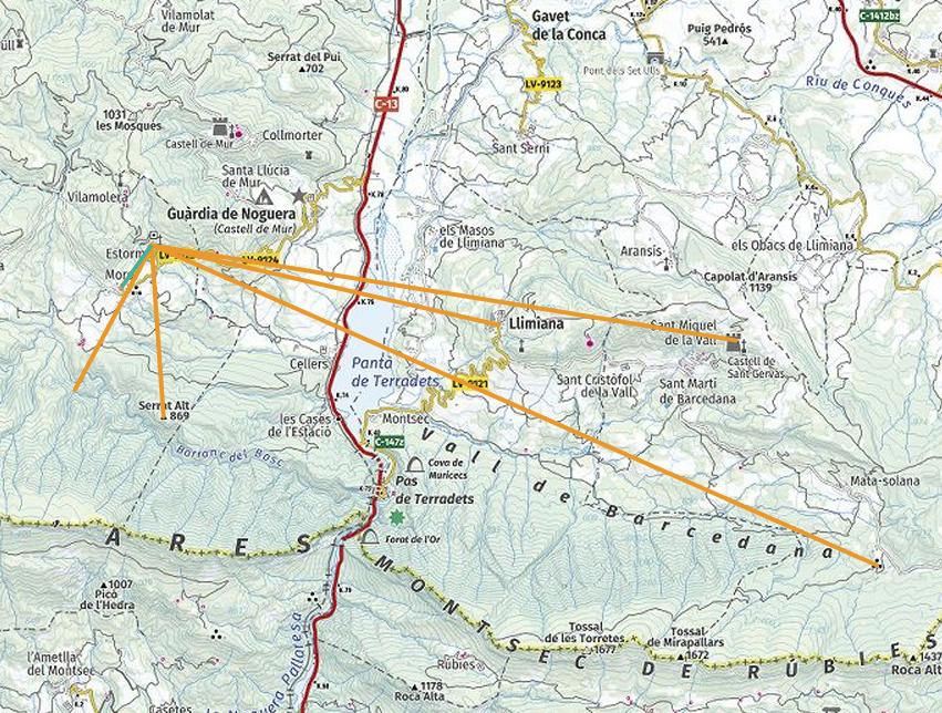 Contactes visuals amb altres llocs defensius des de la Torre del castell d'Estorm. Sant Esteve de la Sarga. Pallars Jussà, Lleida, Catalunya. Montsec d'Ares.