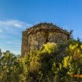 Absis de l'Ermita de Santa Anna de Montadó vista des de la cinglera sud. Isona i Conca Dellà, Pallars Jussà. Lleida, Catalunya. Montsec de Rúbies (o de Meià).