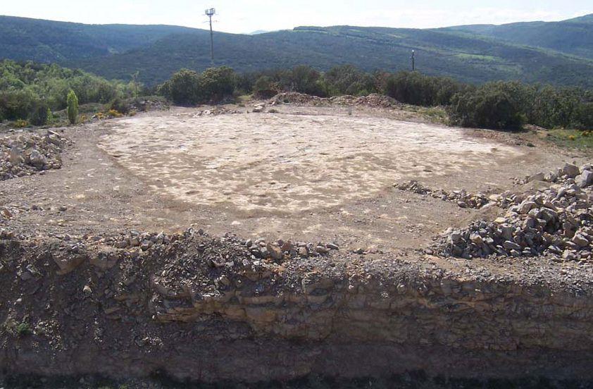 Vista general del jaciment d'Icnites de Carretera del Doll. Camarasa. La Noguera, Lleida. Catalunya. Montsec de Rúbies. Fotografia de Marta Badia.