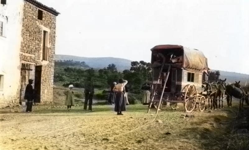 Any 1902. Diligéncia fent parada a l'Hostal de Baix de Folquer, al camí de Comiols. Autor: desconegut. Artesa de Segre, La Noguera. Lleida, Catalunya. Montsec de Rúbies (o de Meià).