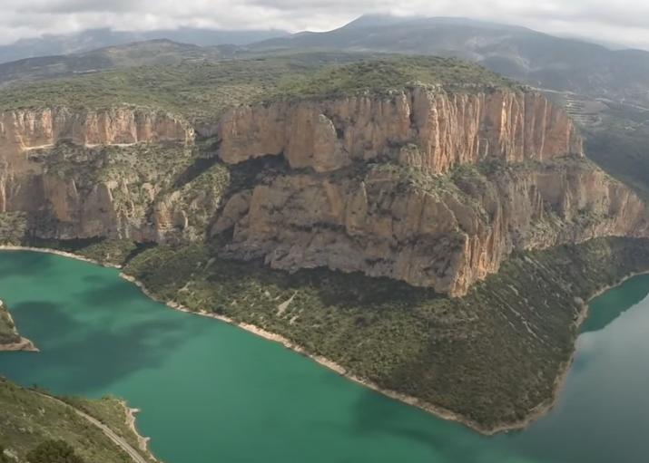 El Balconet de Santa Linya a vista de dron. Les Avellanes i Santa Linya, La Noguera. Lleida, Catalunya. Montsec d'Ares.