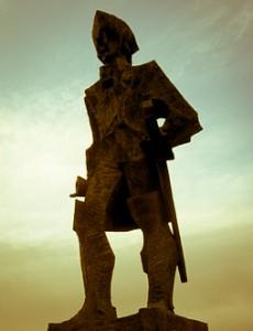 Gaspar de Portolà, de l'escultor Josep Maria Subirachs, a Linda Mar Beach, Pacifica, California. Estats Units d'Amèrica. Esisteix un rèplica a Arties (Vall d'Aran).