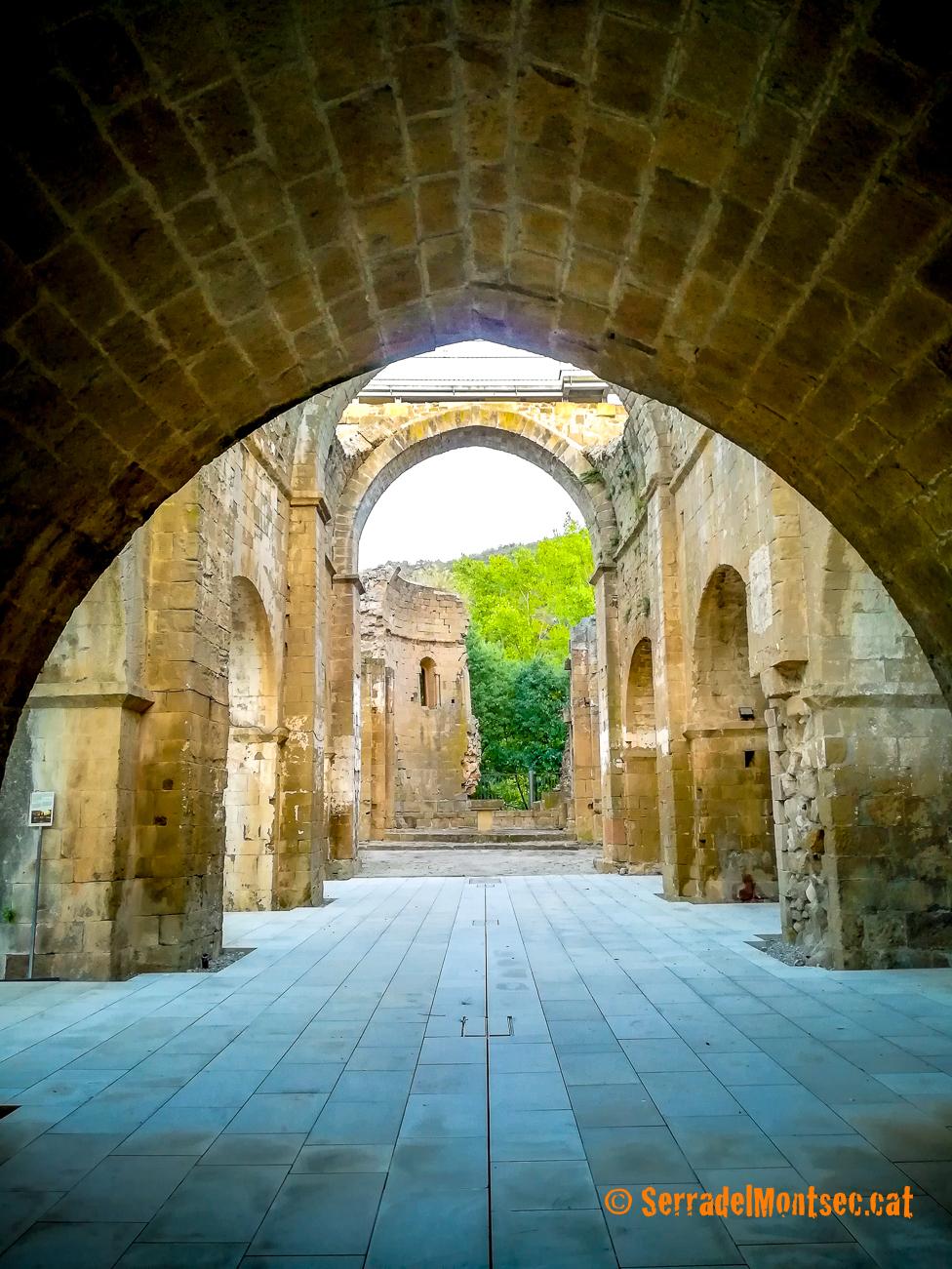 Planta central de l'església de Santa Maria de Gualter. La Baronia de Rialb, La Noguera. Lleida, Catalunya. Montsec de Rúbies.