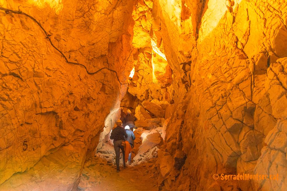Cova Negra de Tragó, Os de Balaguer. Lleida, Catalunya. Aspres del Montsec.