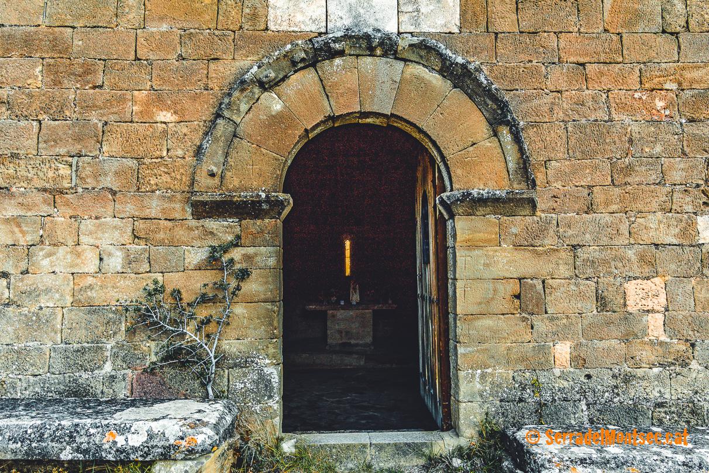 Portal de l'ermita de la Mare de Déu del Congost. Girbeta, Viacamp i Lliterà. Ribagorça, Osca. Aragó. Montsec de l'Estall.