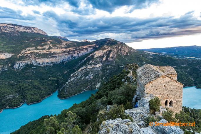 Ermita de Santa Quitèria i Sant Bonifaci de Montfalcó. Amb el riu Noguera Ribagorçana i el Pantà de Canelles. Viacamp, Ribagorça d'Osca. Aragó, Montsec d'Estall.