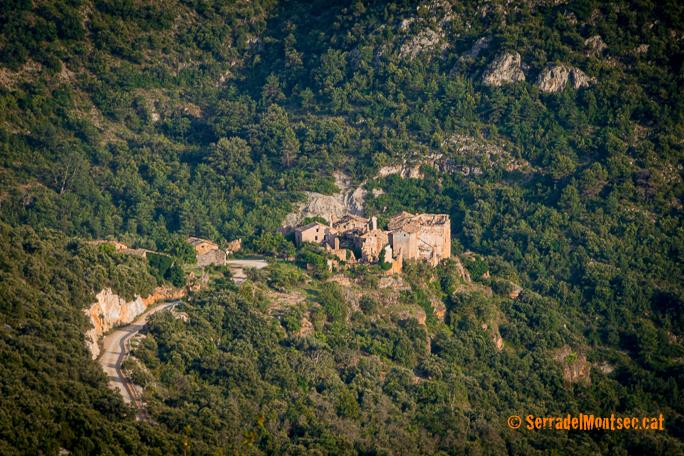 Despoblat de l'Estall, situat a la vora d'un barranc i a 850 mestres d'alçada. Viacamp, Ribagorça. Osca, Aragó. Montsec d'Estall.