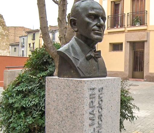 Bust de Manuel Marín a la plaça que porta el seu nom de Balaguer. Enginyer de la Mancomunitat de Catalunya que va projectar la primera central de telèfons automàtica de l'estat.