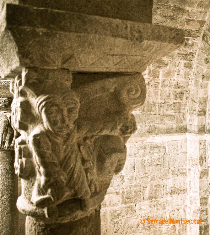 Capitell del trifori que representa el mite del rapte de Prosèrpina. Santa Maria de Covet, Isona i Conca Dellà, Pallars Jussà. Lleida, Catalunya. Montsec de Rúbies (o de Meià).