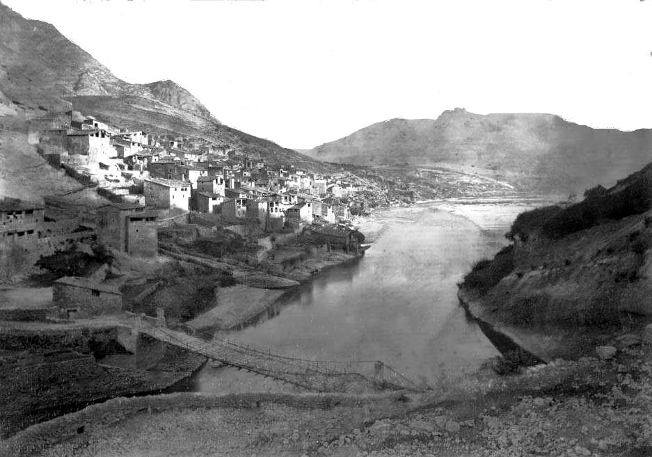 Vista de Tragó de Noguera. Fotografia de Luis Mariano Vidal. Any 1889. Font: Arxiu Fotogràfic Centre Excursionista de Catalunya. Os de Balaguer, La Noguera. Lleida, Catalunya. Aspres del Montsec.